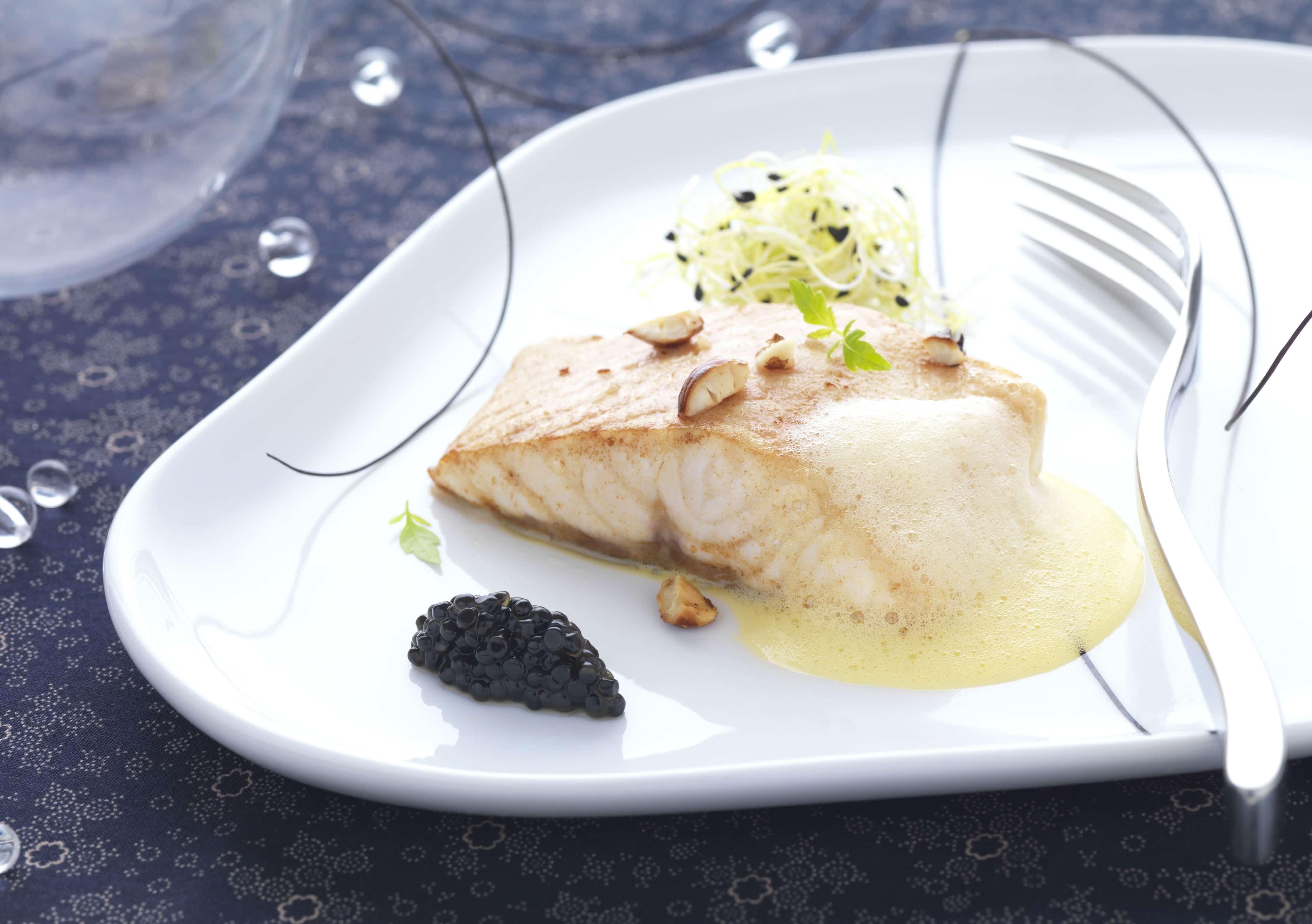 Recette Esturgeon aux noisettes grillées sabayon beurre noisette et quenelle de caviar d'Esturgeon