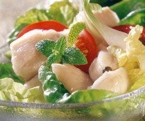Recette salade de bar à la tahitienne, mariné au citron vert, lait de coco et salade fraiche