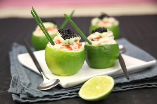 Citrons verts farcies à l'esturgeon et au caviar, émulsion de coriandre
