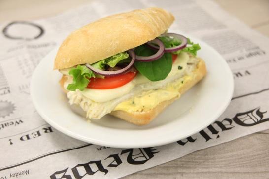 Burger de filet de bar, sauce mayo basilic lemon - Saveurs d'Amérique du Nord | Atelier Poisson