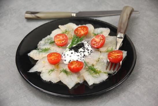Carpaccio d'esturgeon, tomates cerise et caviar - Saveurs d'Europe | Atelier Poisson